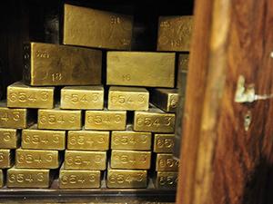 Giá vàng hôm nay 25/9: Thị trường dao động liên tục, nhà đầu tư đứng ngồi không yên